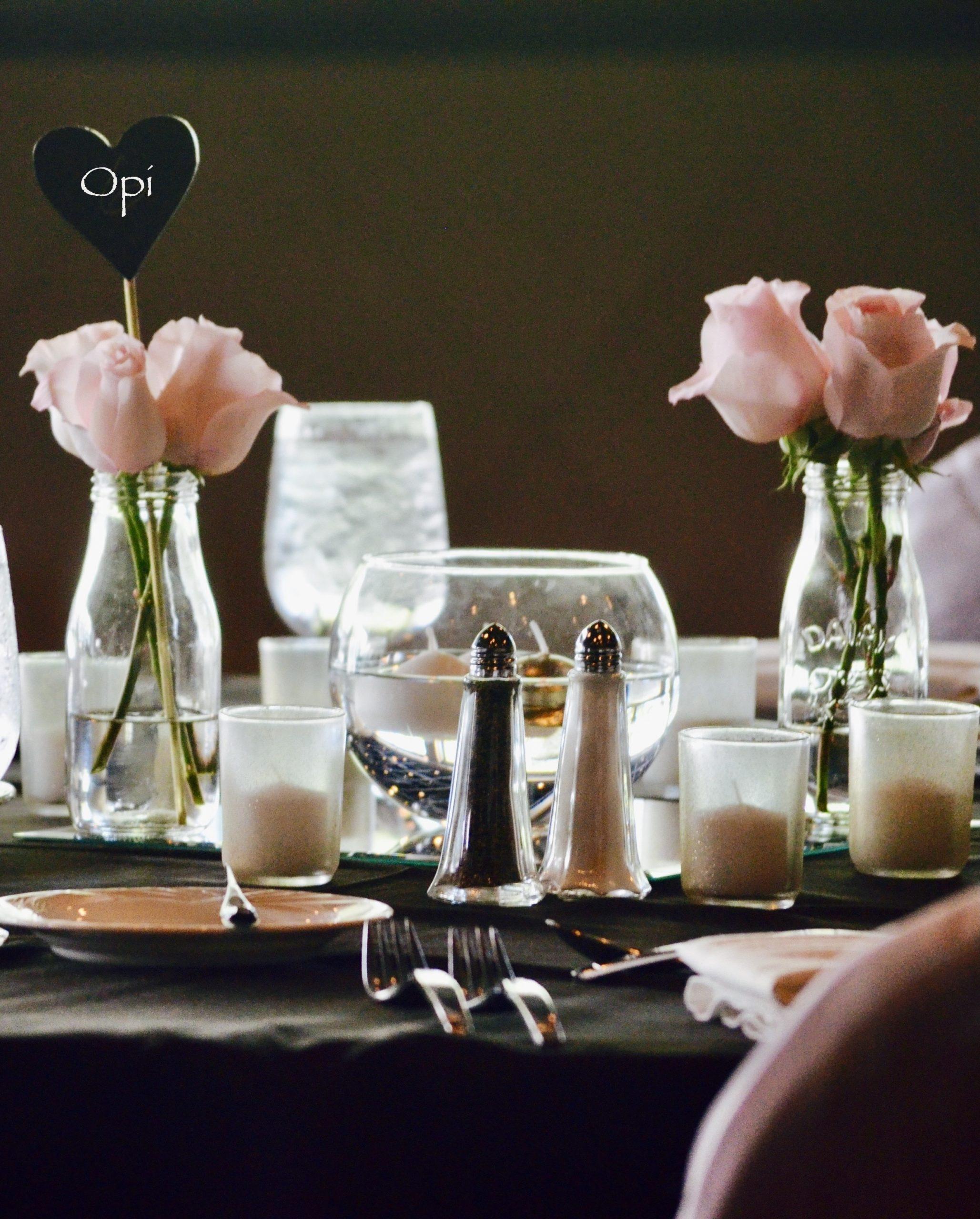 Gedeckter Tisch für Trauerfeier